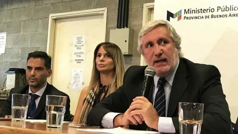 Julio Conte Grand, procurador general de la provincia de Buenos Aires, junto a la fiscal de la causa, Garibaldi. (Foto: Mario Quinteros/Clarín).