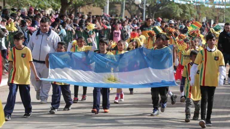 Los vecinos de Serrezuela fueron protagonistas de los festejos en el desfile donde participaron instituciones educativas, cívicas y recreativas. /Serrezuela.