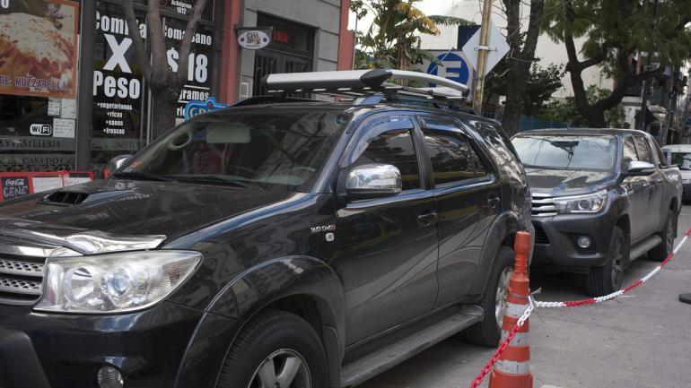 ALLANAMIENTOS. Autos de alta gama allanados (Foto: Clarín/Rolando Andrade Stracuzzi).