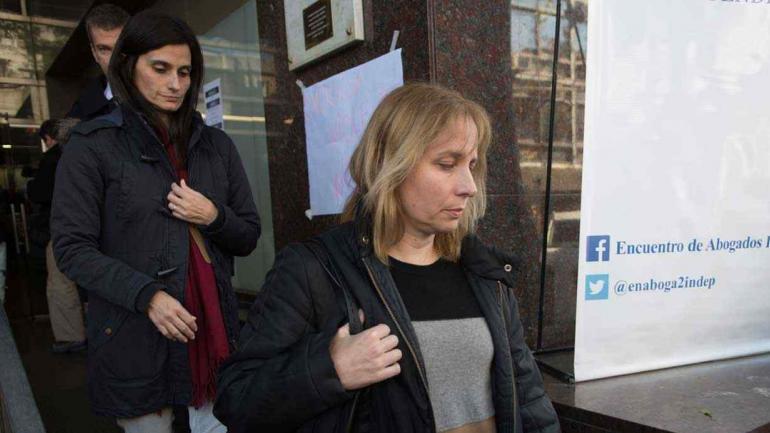 SAN ISIDRO. Sandra Schaefer, la hermana de la víctima, tras salir de los tribunales (Télam).