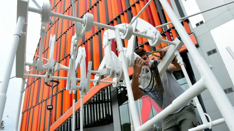 """""""Filicheira ondulata"""", escultura cinética de Santiago Viale."""