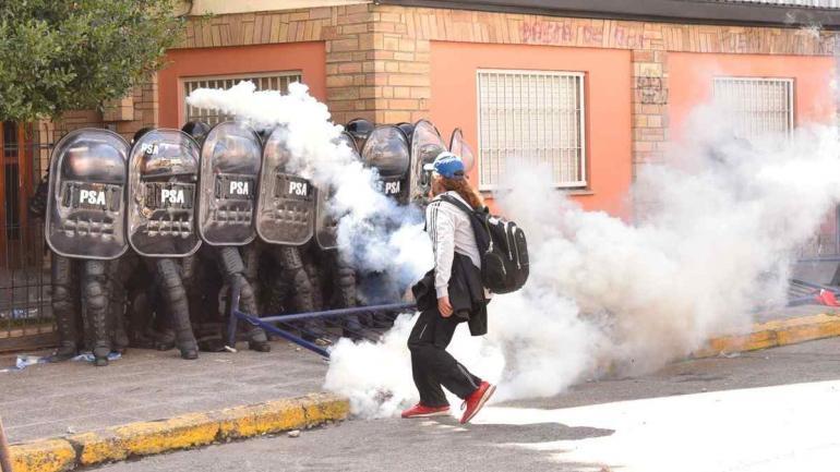 BARILOCHE. Hubo incidentes (foto: Mario Quinteros/Clarín).