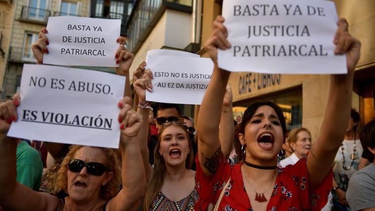 ESPAÑA. Protestas tras conocer la libertad condicional de los abusadores (AP).