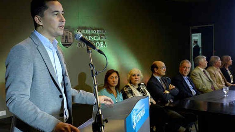 Schiaretti y Calvo encabezaron este martes el acto de presentación de la subasta electrónica para la contratación del servicio. (Gentileza Gobierno de la Provincia de Córdoba)