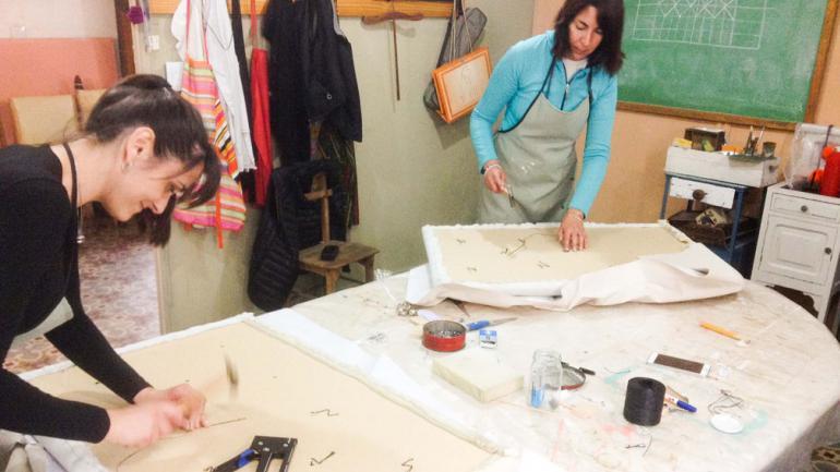 Un taller para aprender tapicer a capiton noticias al - Talleres de tapiceria ...