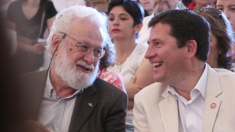 Francesco Tonucci junto al intendente Mauricio Cravero (Municipalidad de Arroyito)
