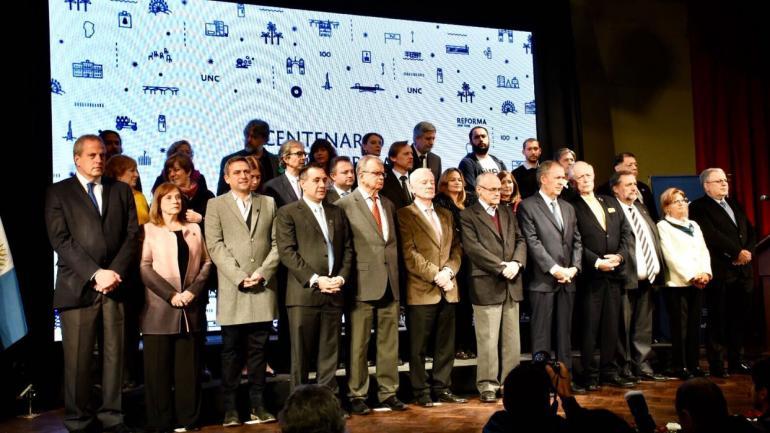 Día de festejos. El gobernador Schiaretti, el ministro de Educación nacional, Finocchiaro, y el intendente Mestre, en el acto protocolar. (Municipalidad de Córdoba)