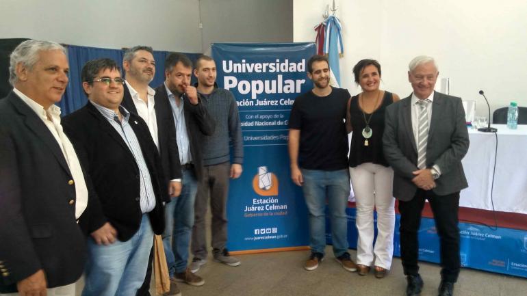 Autoridades municipales y de la UNC celebran el comienzo de la iniciativa (Municipalidad de Estación Juárez Celman).