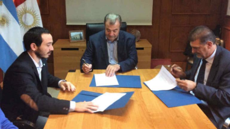 ACUERDO. Salud de la Provincia y la UTN Córdoba firmaron un acuerdo para prevenir infecciones transmitidas por el mosquito.