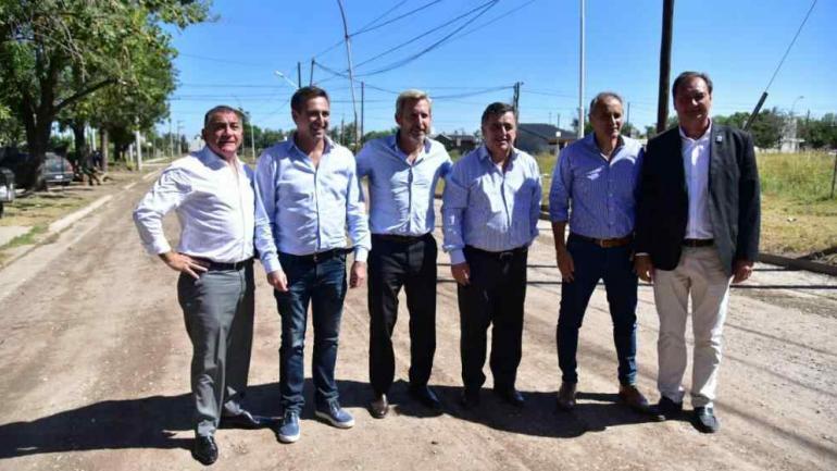 LA GIRA. Luis Juez, Ramón Mestre, Rogerlio Frigerio, Mario Negri, Héctor Baldassi, y Pedro Dellarossa (La Voz).