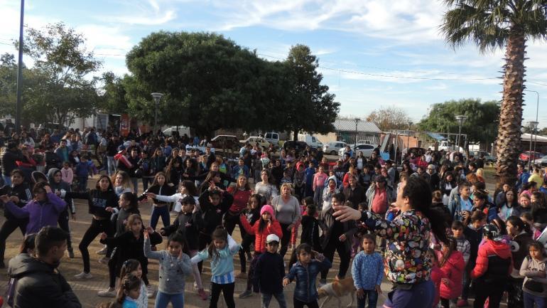 Baile de zumba en Plaza de las Madres (Municipalidad de Malvinas Argentinas)