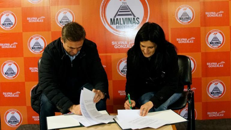Ramón Mestre y Silvina González firmaron el acuerdo por el programa Sí Sí Virtual (Municipalidad de Malvinas Argentinas)