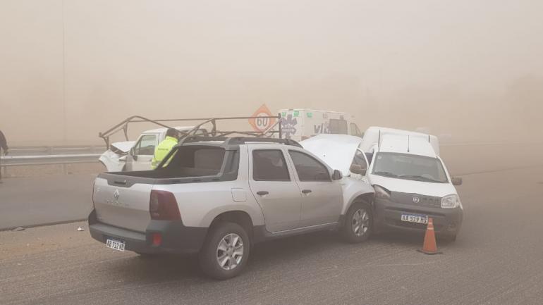 AUTOPISTA CÓRDOBA-CARLOS PAZ. Tres vehículos chocaron por la poca visibilidad en la zona (La Voz).