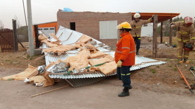 ALMAFUERTE. Hubo voladura de techos en algunas viviendas.