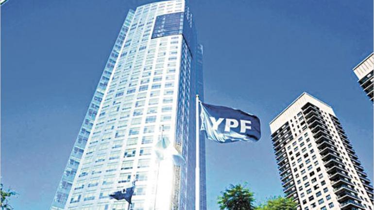 YPF. La empresa petrolera tiene una mujer dentro de su directorio de 12 miembros. También tiene otra suplente.