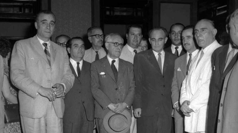 ARTURO ZANICHELLI. Visita a La Voz del Interior (en la sede de Colón 37) en 1960 (Archivo).