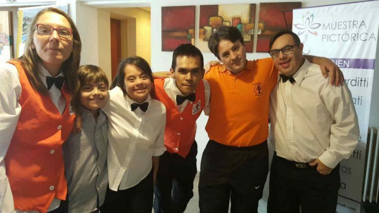 Cinco debutantes en el Hotel El Cid (Gentileza Lucía Torres).