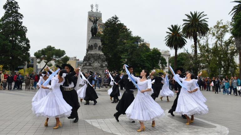 ARTE. El Ballet está integrado por 26 bailarines, 3 vestuaristas, 1 asistente técnico, 1 maestra preparadora y 1 director invitado. (La Voz/Archivo)