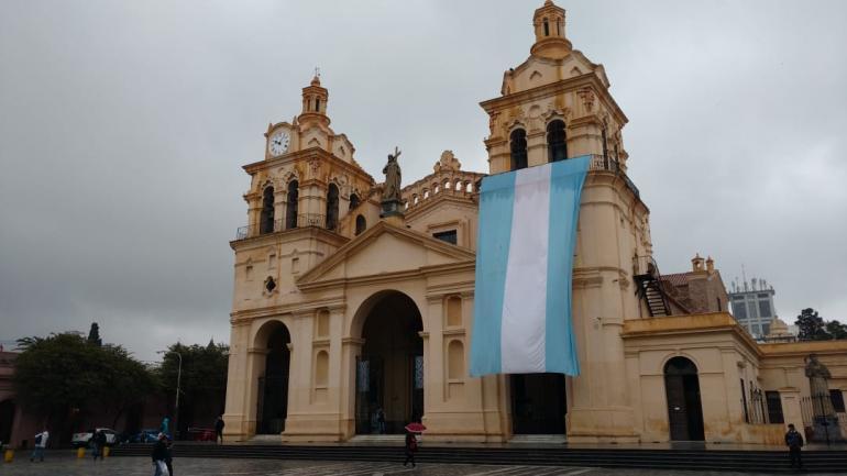 CÓRDOBA. La Catedral, en el día del cumpleaños de la ciudad (La Voz/Nicolás Bravo).