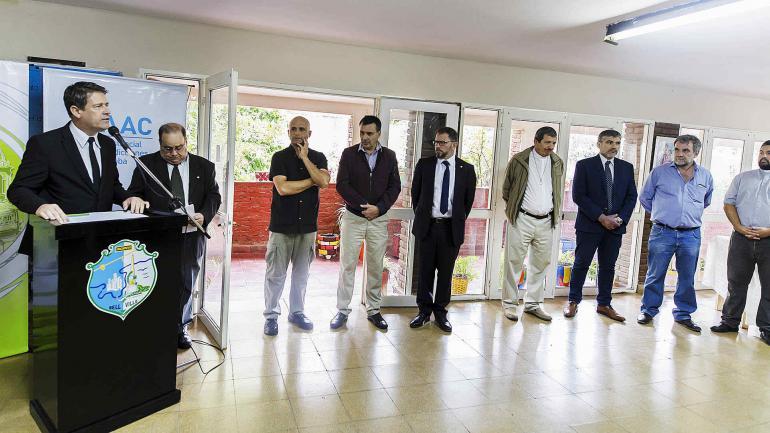 La ceremonia estuvo encabezada por el Intendente Carlos Briner. (Municipalidad de Bell Ville)