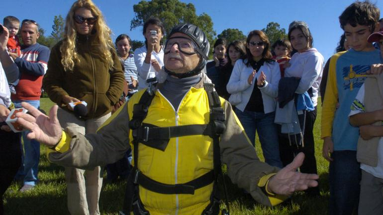 CARLOS BELTRÁN. Antes de realizar un salto en 2007, con 86 años (La Voz / Archivo).