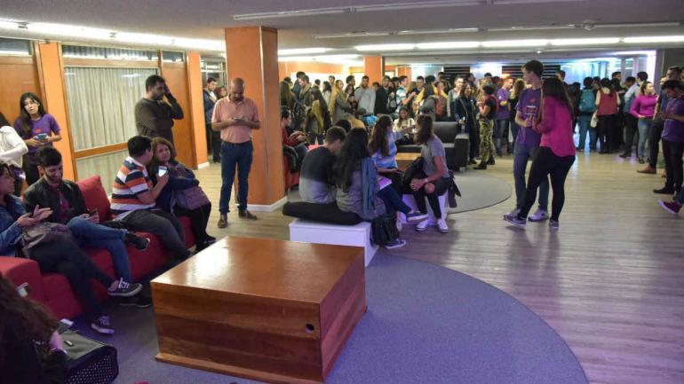 """""""Biblioteca 24 horas"""", la primera del país en estar abierta todo el día (Facundo Luque)."""