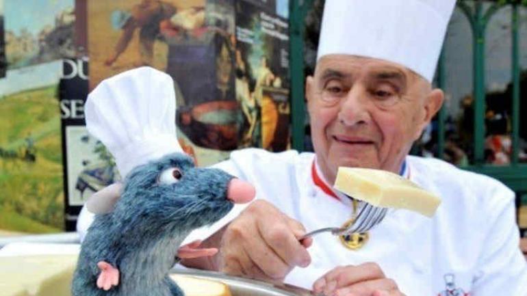 """Con """"Remi"""". En 2014 se alió con Disney para idear el restorán de """"Ratatouille"""" en el parque Disneyland de París."""