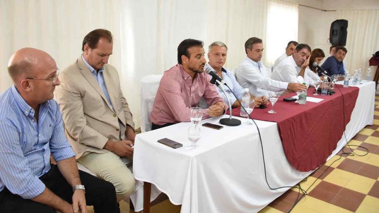 Intendentes y dirigentes de Cambiemos se reunieron hoy en Villa Giardino (prensa Cambiemos).