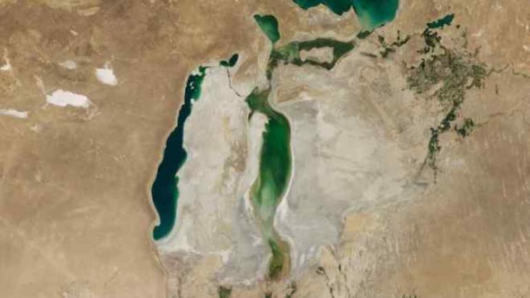 La reducción del mar Aral (imagen) parece un presagio para otros, por ejemplo el Caspio. (NASA)