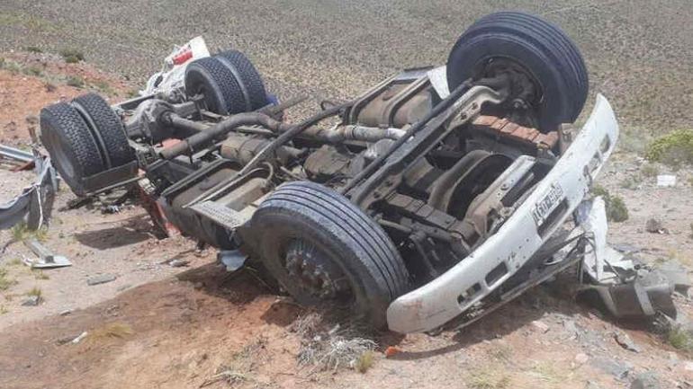 Salta: Volcó un camión que trasladaba partes de un telescopio