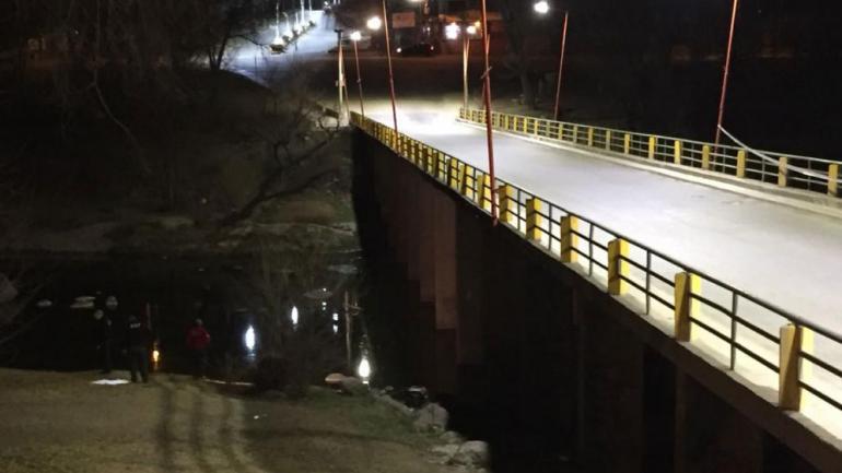 CARLOS PAZ. El puente donde fue abandonada (Gentileza Carlos Paz Vivo!).