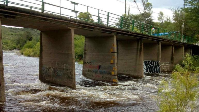 CARLOS PAZ. La crecida del río San Antonio (La Voz).