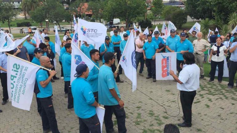 Trabajadores de la Coopi marcharon en contra de la medida (La Voz)