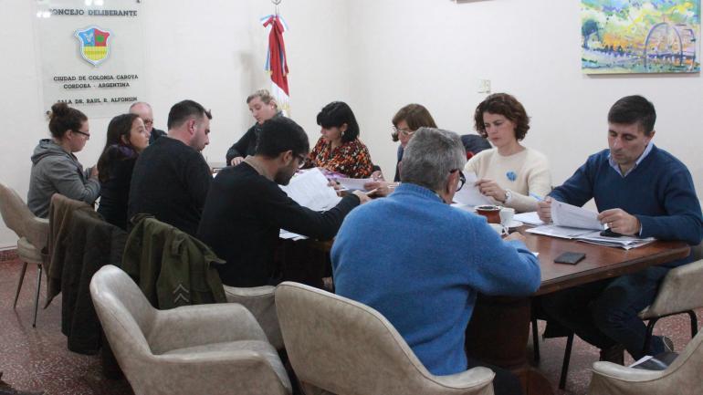 Concejales de Colonia Caroya en sesión (La Voz)