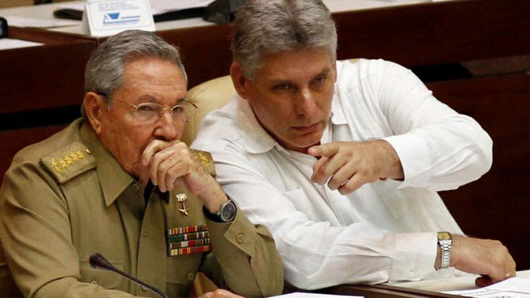 Castro, junto a Miguel Díaz-Canel (AP/Archivo).