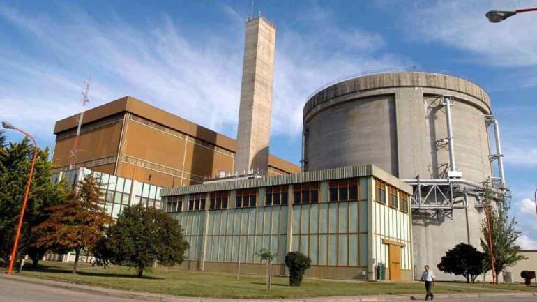 EMBALSE. La central nuclear de Embalse funciona hace más de 30 años y podrá operar por tres décadas más. (La Voz)