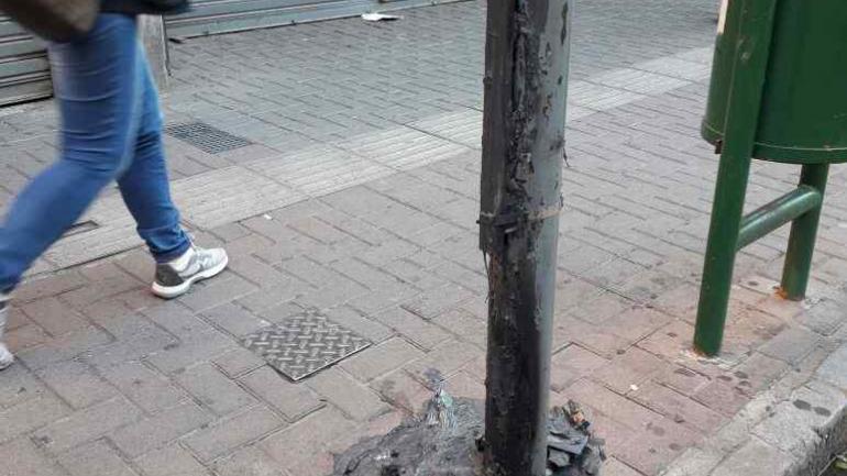 El cesto quemado en calle San Martín.
