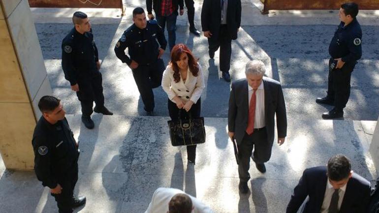 CFK. La expresidenta volverá mañana a Tribunales. (La Voz)