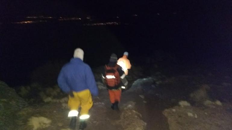 El rescate fue a pie, y en plena noche, con cinco grados bajo cero. (foto Bomberos Voluntarios)