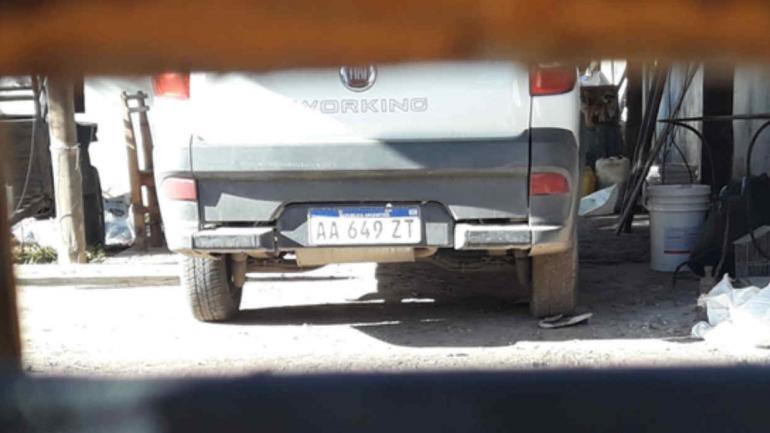 La camioneta estacionada en el garaje de Medrán: pertenece a Edecar y la cedió a Obras Viales.