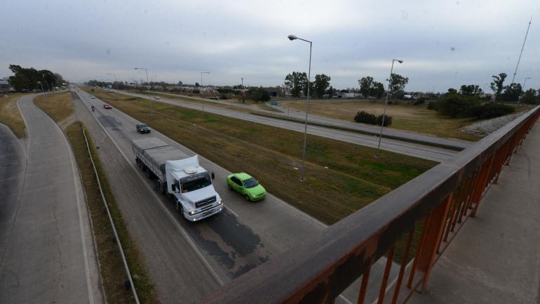 Largada. Uno de los frentes de la obra de ensanche comenzará en el cruce de avenida de Circunvalación con ruta 5, hasta llegar a ruta 36. (Nicolás Bravo)