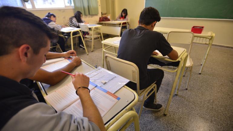 CLASES. En educación, en Argentina solo el 0,3% alcanza niveles máximos, mientras que en Islandia lo hace el 11%. (Archivo La Voz)