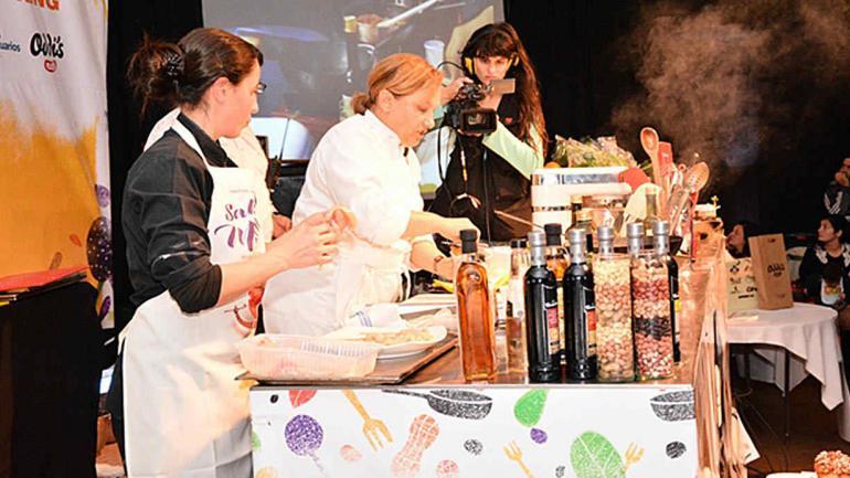 EXPERTOS. Grandes exponentes de la cocina argentina, como Dolli Irigoyen, le dan jerarquía a este encuentro (Cámara del Mani).