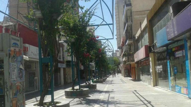 FERIADO. El lunes la mayoría de los comercios permanecerán cerrados. (Archivo La Voz)