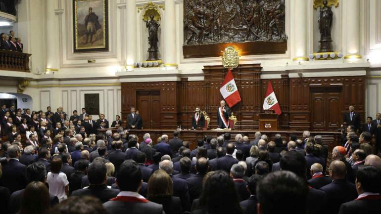 PERÚ. El congreso denunciará a cinco parlamentarios por la supuesta compra de votos para evitar la destitución del presidente que finalmente renunció (AP / Archivo).