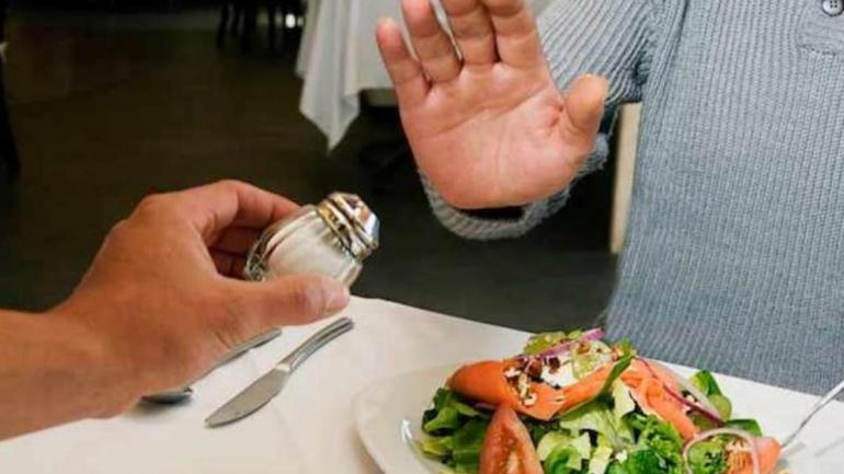 SAL. El estudio indica que lo recomendable sería tener un consumo moderado de sal. (La Voz)