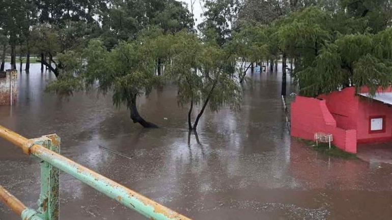 INUNDACIÓN. En Corrientes (Télam).