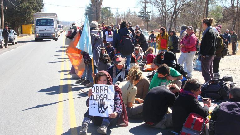 Corte de ruta, en la E 55, este miércoles, de vecinos en protesta (La Voz)