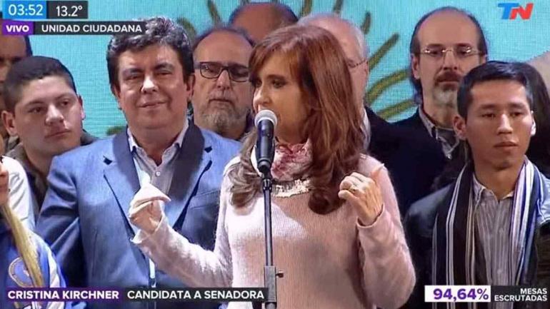 Domina Macri elecciones; Cristina logra empate