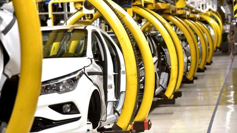 Empleo. Se espera un incremento de mano de obra en las fábricas.